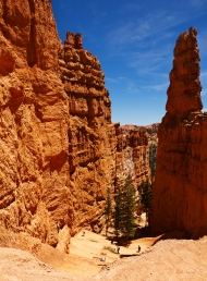 photo of upper part of Navaho Loop Trail, Bryce Canyon National Park