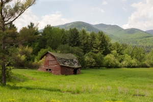 photo of Adirondack Barn taken South of Keene NY